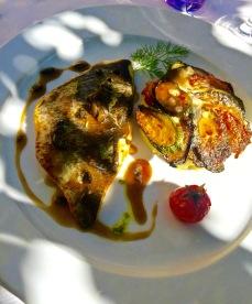 Filet de daurade, jus d'olive noires-Bayaldi de légumes et écrasé de pomme de terre citronné