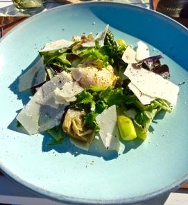 salade d'aspèrges vertes de provence, artichauts barigoule, oeuf de poule poché