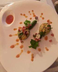 Fleurs de courgettes farcies comme on aime sur la Riviera, vinaigrette tomatée