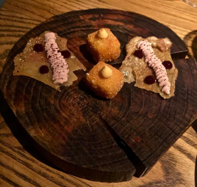 Croustille de poulet et crème de foies de volaille - Croquettes de maïs fumé