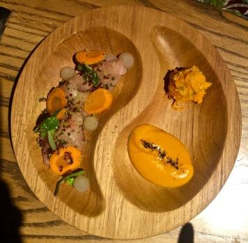Ceviche d'hamachi tartare de carottes et vinaigre de gingembre, quinoa soufflé