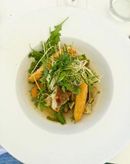 Dos de cabillaud demi-sel, barigoule de légumes au chorizo, panisses au citron