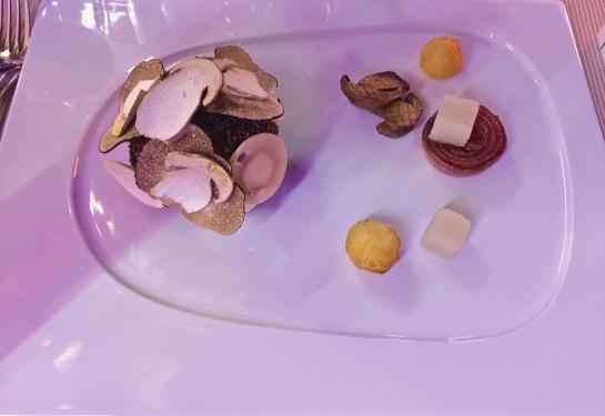 Panko coco de veau de lait, igname bokodji et champignons...oignons de Florence
