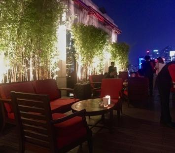 Terrasse du Sir Elly's bar au Peninsula