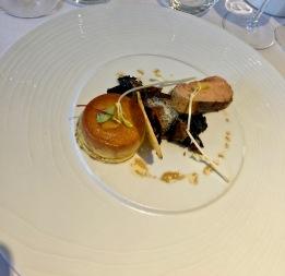 Crème renversée au foie gras caramel porto sur pain perdu brioché aux épices, poêlée de champignons
