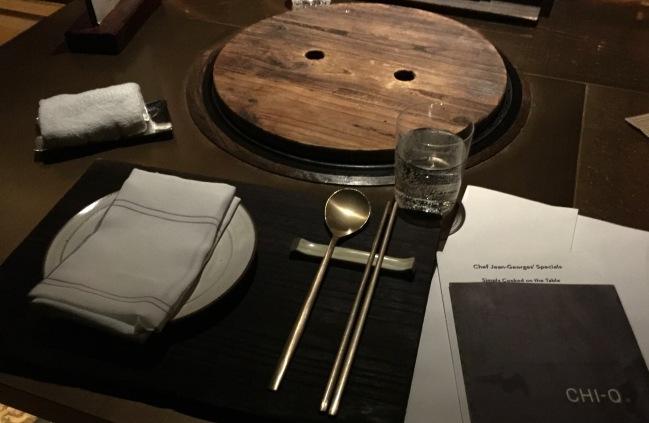 La table et le BBQ au milieu