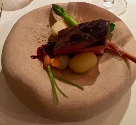 En Secondi : Cuisse de Sanglier au vin rouge gressin au lard Colonatta et légumes