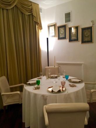 Une table - Salle Principale