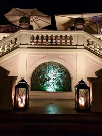 """Les escaliers menant au restaurant """"Le Jardin de Russie"""""""