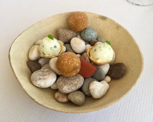 tarte mozzarella fraîche basilic et yuzu et cromesqui de champignons