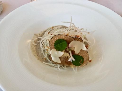 la Papaye verte en spaghetti carbonara, truffe parmesan, jabugo
