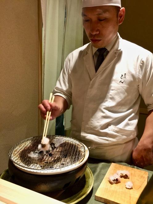 Hamo grillé sur charbon