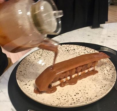 Pomme Chanteclerc // Caramel : en millefeuille, crème glacé mascarpone, velouté de caramel tendre chaud pommes ©lepetitlugourmand