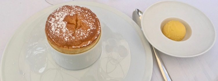 Le Soufflé chaud au Grand-Marnier ©lepetitlugourmand