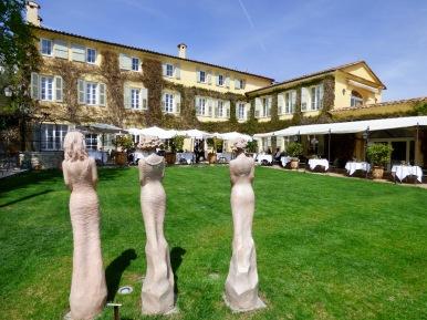 La magnifiqe façade de La Bastide et la terrasse ©lepetitlugourmand