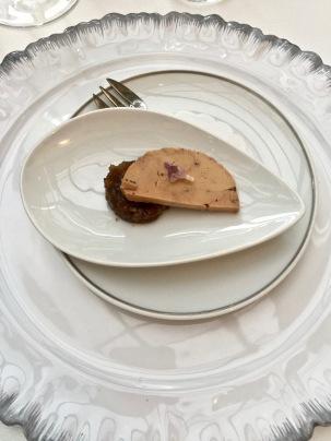 Foie gras, chutney pomme-noix ©lepetitlugourmand