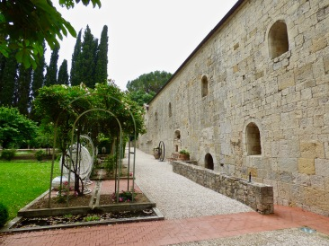 Le côté de l'Abbaye de La Celle ©lepetitlugourmand