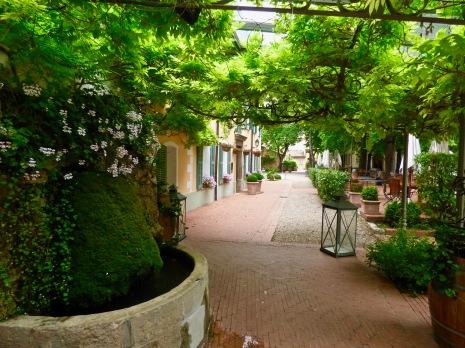 Fontaine provençale de l'Hostellerie de l'Abbaye de la Celle ©lepetitlugourmand
