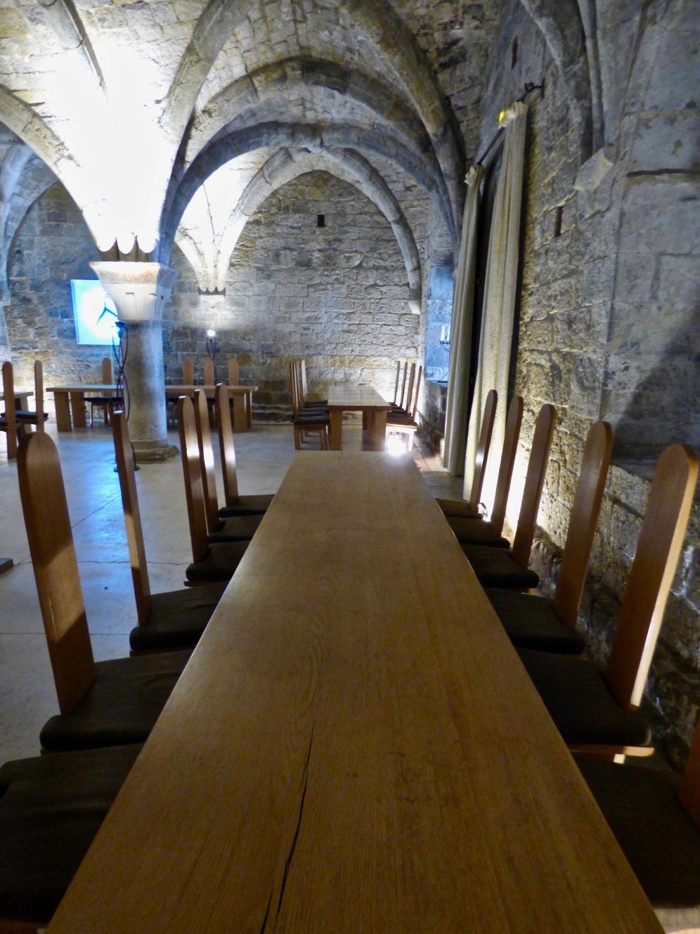 La salle privatisable Capitulaire : salle Bénédictine voûtée du XIIème siècle ©lepetitlugourmand