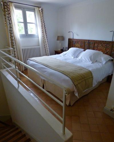 Chambre à l'étage de la suite Pertpétue de la Celle ©lepetitlugourmand
