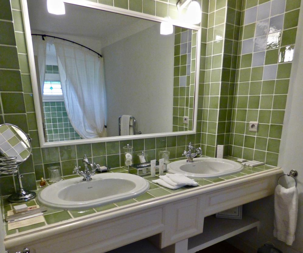 Salle de bain - Faïence de Salernes ©lepetitlugourmand