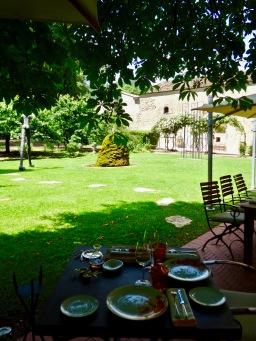 Déjeuner à l'ombre des marronniers ©lepetitlugourmand
