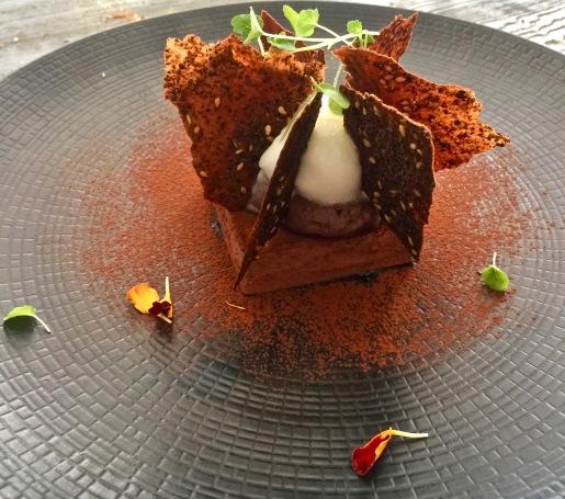 Chocolat caraïbe crémeux et mousseux citron givré, tuiles cacao, zaatar ©lepetitlugourmand