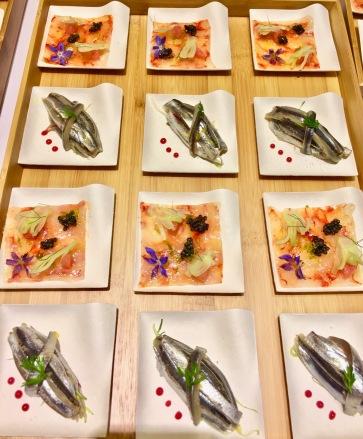 Pavé de queues de crevettes rouges crues de San Remo, mini fenouil fragrance d'agrumes et Caviar Nacarii / Vague d'anchois tout doucement marinés, aigre-douce de pommes renette ©lepetitlugourmand