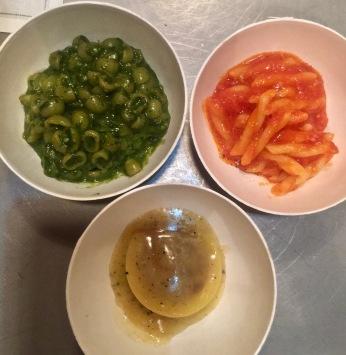 Pasta : Pesto / Tomates fraîches / Ravioli à l'oignon et beurre de poivre pour la soirée d'inauguration ©lepetitlugourmand