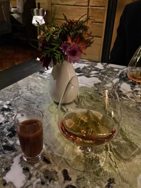 Tequila reposado accompagnée de la Sangrita ©lepetitlugourmand