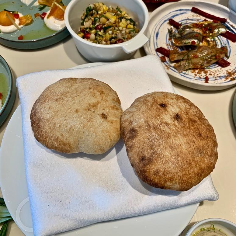 Petits pains / Fava à la confiture de raisins secs de Corinthe ©lepetitlugourmand