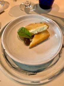 """Féta en tempura à l'olive """"gluko koutaliou"""" ©lepetitlugourmand"""