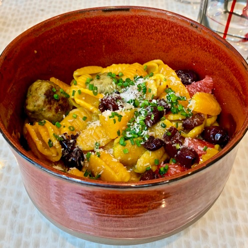 Gnocchetti au curcuma, meat balls coco et olives aux agrumes ©lepetitlugourmand