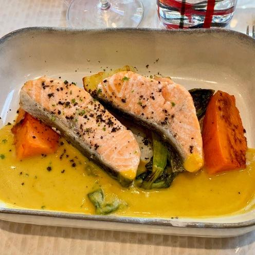 Aiguillettes de saumon, kumbava, patates douces et pack choï ©lepetitlugourmand