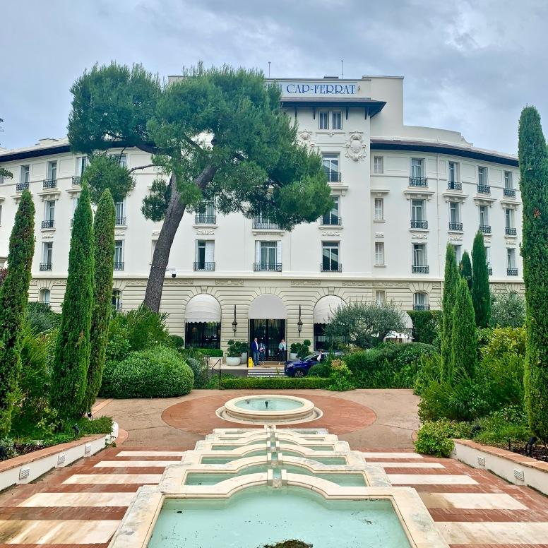 L'entrée du Grand-Hôtel du Cap Ferrat, A Four Seasons Hotel & Resort ©lepetitlugourmand