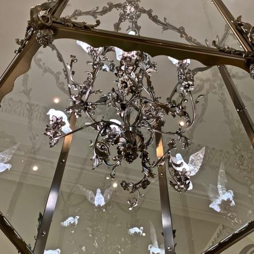 Artisanat et art Lanterne d'argent et colombes de cristal des ateliers Tisserant ©lepetitlugourmand