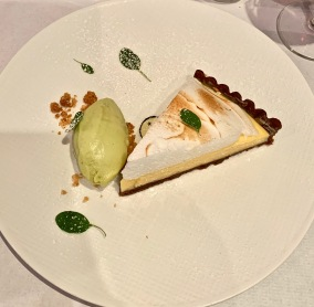 la Tarte citron-yuzu, glace ananas- basilic ©lepetitlugourmand