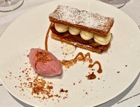 Millefeuille de pommes façon Tatin, glace rhubarbe ©lepetitlugourmand