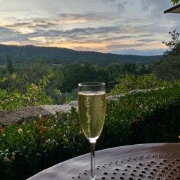 Champagne au coucher de soleil ©lepetitlugourmand