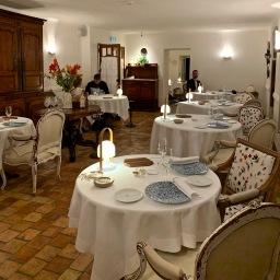 Le salon principal pour le dîner ©lepetitlugourmand