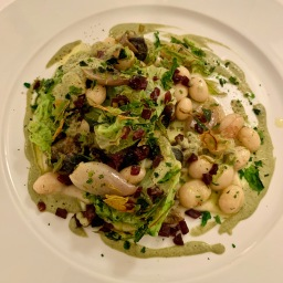 Chou vert, échalote grise et haricots coco, escargots de la Robine ©lepetitlugourmand