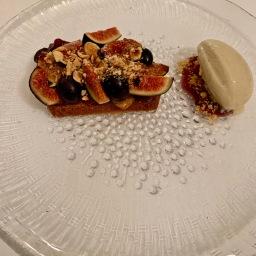 Biscuit moelleux aux épices douces figues et raisins muscat ©lepetitlugourmand