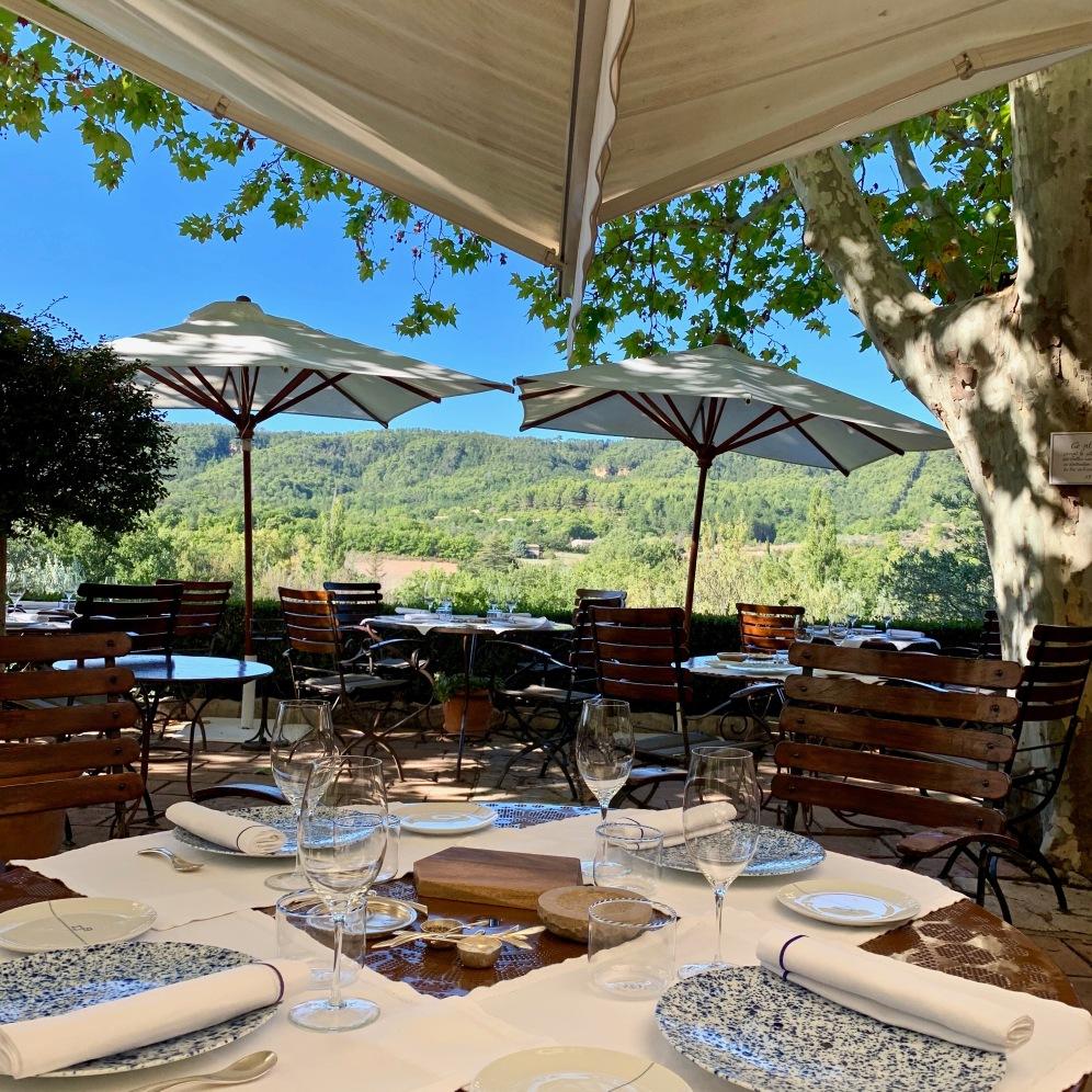 La terrasse pour le déjeuner ©lepetitlugourmand