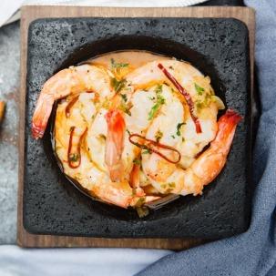 « l'Aguachile » de crevettes aux fruits de la passion et piments ©LaÚnica