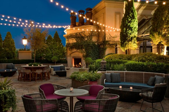 Patio St Regis Bar ©StRegis©marriott