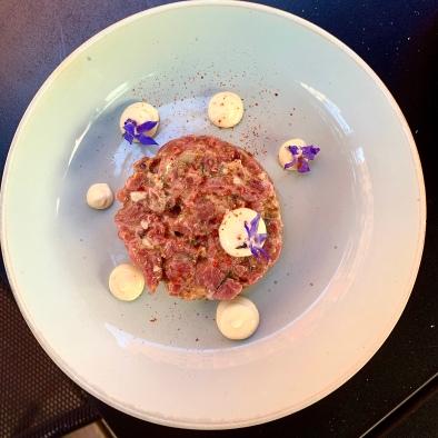 Tartare de Boeuf et Huître, Mayonnaise Citron-Huître, Friture de Câpres ©lepetitlugourmand