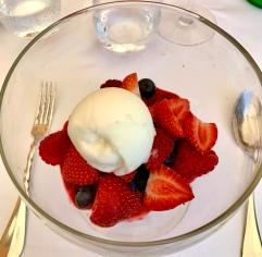 la coupe de fraises et de fruits rouges de Carros ©lepetitlugourmand
