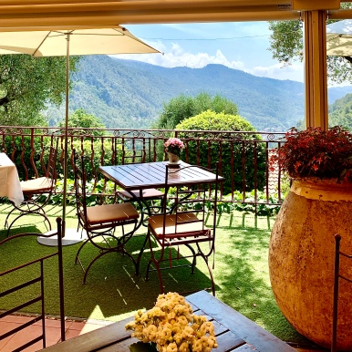 Vue et terrasse Auberge de la Madone ©lepetitlugourmand