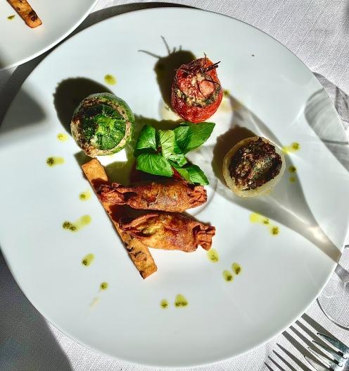 Assiette de dégustation des traditions : Les petits farcis, Les Barbajuans, et Panisse aux olives ©lepetitlugourmand