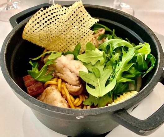 Lotte en cocotte, ventreche et noodles ©lepetitlugourmand